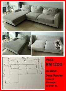 Big sofa in very good condition. URGENT sale