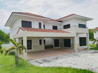 Klebang Double Sty Bungalow House, Gated n Guarded [ SPACIOUS 👍 ]