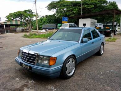 1995 or older Mercedes Benz 200E 2.0 (A)