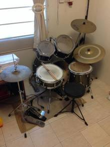 PDP Drum Set WITH Additional Hardware