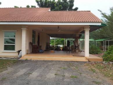 Hill-Top 1.15 Acre Freehold Resort Bungalow Selandar