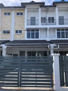 2.5 storey link house, below market, newly completed