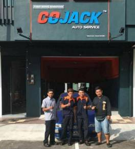 Automotive mechanic / foreman (mekanik kenderaan)