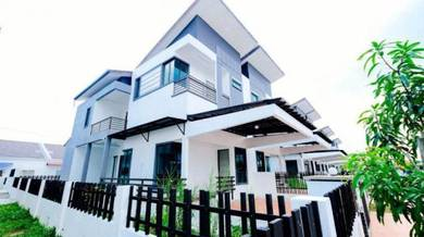 2.5 Storey Semi D With Private Pool, Seksyen 30 Shah Alam