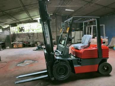 Toyota 5 series 2 Ton Diesel Forklift(Refurbished)