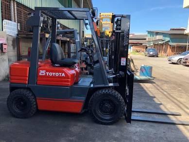Japan Import 2.5 Ton TOYOTA Forklift Auto 5 Series