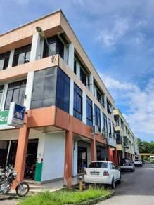 Whole block corner and intermediate shoplot at Putatan