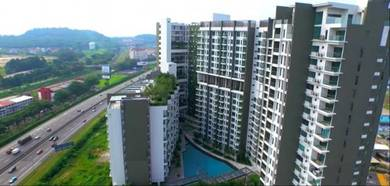 Subsale Unit With Developer Package 1.9km To UPM 3R 2B 2CP [Free MOT]
