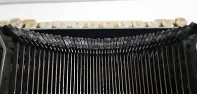 Remington 11 Typewriter by Remington Rand