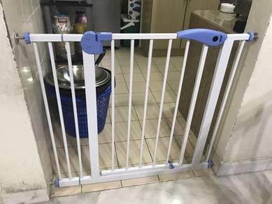 Baby safety gate baru