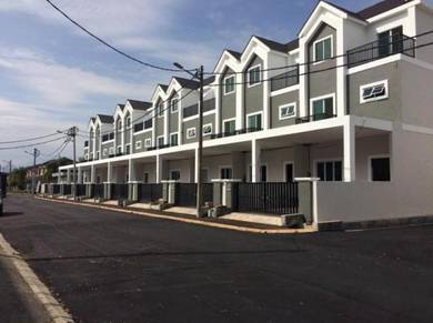 2 1/2 Storeys Link House with Duplex Master Bedroom