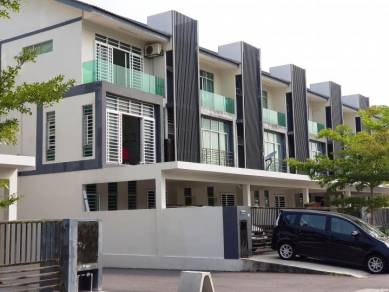 [7 rooms+4 carpark ] 3 Storey House Bangi Avenue 7 Bandar Seri Putra