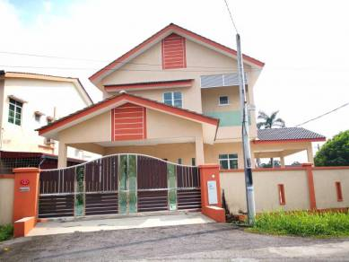 Nice and Big Double Storey Banglow for Sale !