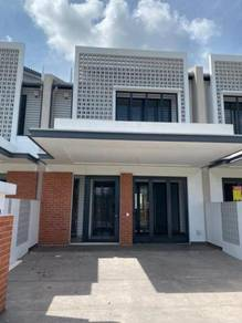 2 Sty Link House in Elmina Green 1 Brand New Condition