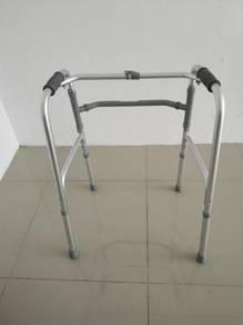 Foldable reciprocating walking frame walker