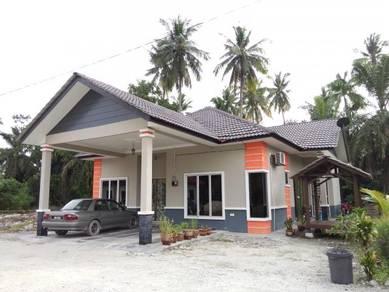Banglo tanah lot kampung Telok Panglima Garang