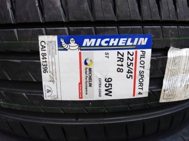 225/45/18 Michelin Pilot Sport 4 PS4 Tyre 2019