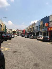 Kuchai lama corner facing main road