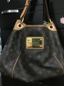 LV - M56382 Shoulder Monogram Women