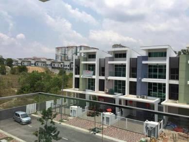 Seri Kembangan Serdang 3 storey terrace Fully Renovate Fully Furnish
