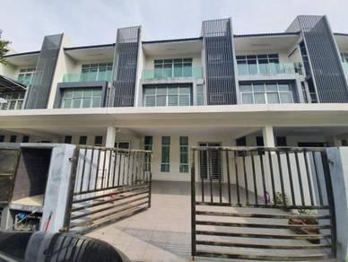 Azmi - (BELOW MARKET) 3 storey Bangi Avenue, Kajang