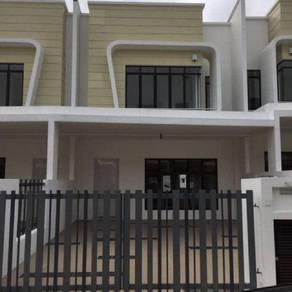 Rumah Teres 2 Tingkat ( Rumah Baru & Besar ) For Rent