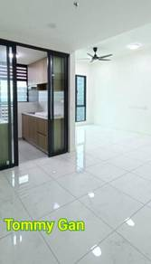 Luxury Condominium Suasana Partially Furnished Air-Cond With Bedroom