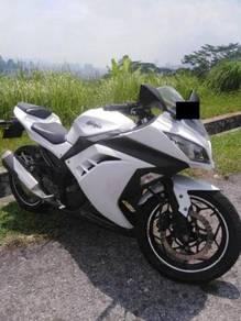 Kawasaki ex250 - pearl white,new tyre, low mileage