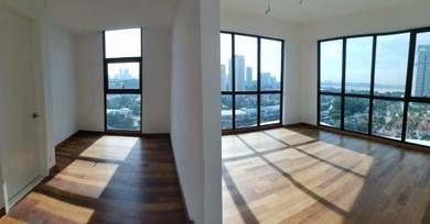 Straits View 18 Luxury Condominium with Private Lift and Spacious Area