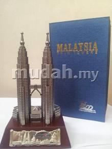 Klcc petronas twin tower souvenir with box