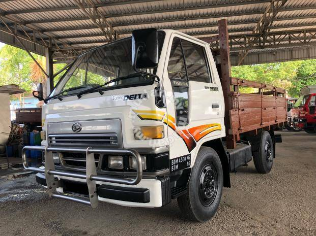 Daihatsu v58 2 8 diesel green engine wooden body - Commercial Vehicle &  Boats for sale in Senai, Johor