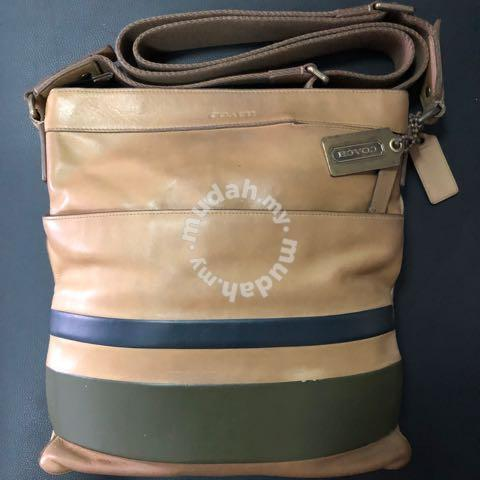 f65b428974ea Coach sling bag - Bags   Wallets for sale in Kepong