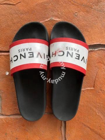 1692e54a71b5 Ori Givenchy Slide Sandals in Black