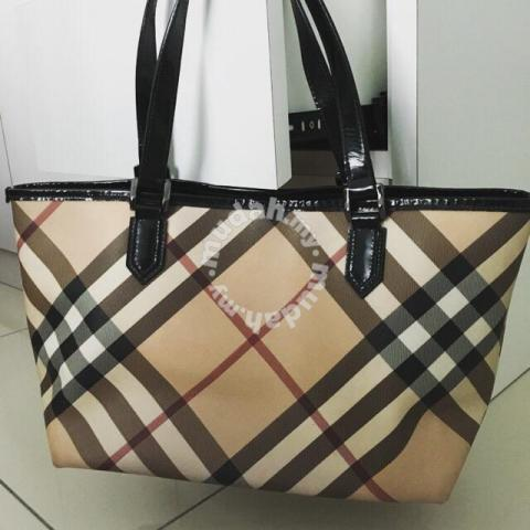 Pre-loved Authentic BURBERRY handbag - Bags   Wallets for sale in ... 05643062a