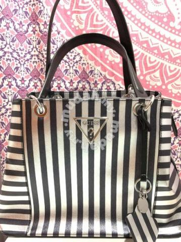 Guess handbag - Bags   Wallets for sale in Johor Bahru db3f2de2ebbf9