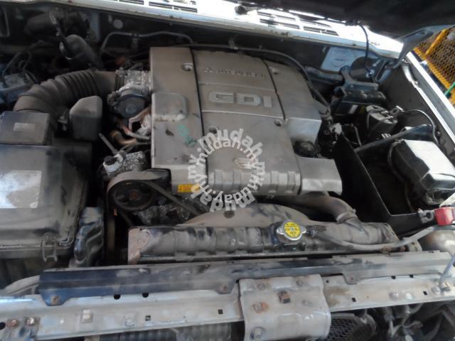 Jdm Halfcut Mitsubishi Pajero V25 6g74 Gdi At 3 5l