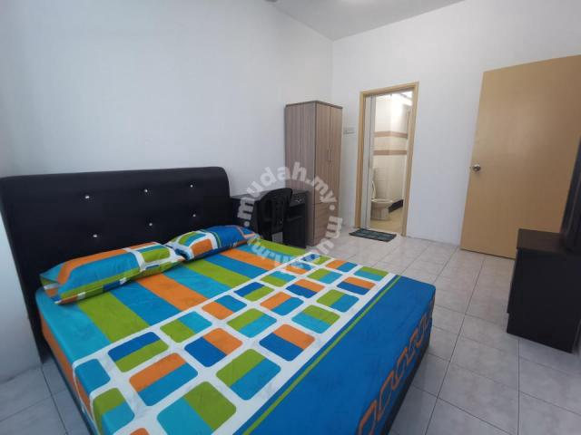 Clean room rent beside lrt above mall usj subang with pool and