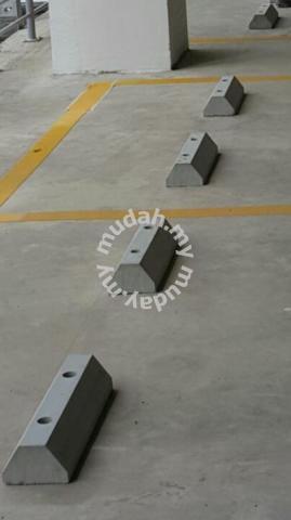 Precast concrete wheelstopper