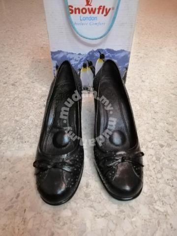 39b5bda482d45 Snowfly Ladies Leather Shoes - Shoes for sale in Mid Valley City, Kuala  Lumpur