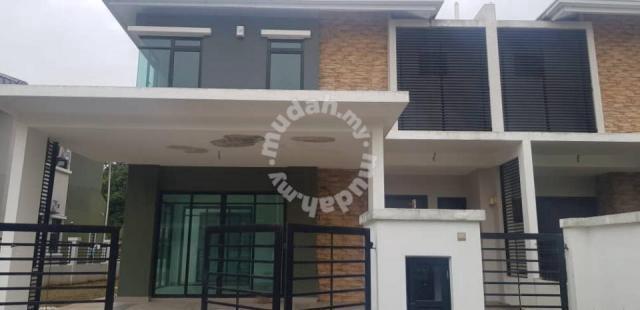 Semi-d house for sale in Sungai Buloh Shah Alam