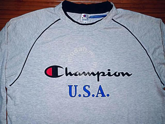 63ef8785be7f Authentic CHAMPION USA SzL Sweater - Clothes for sale in Skudai ...