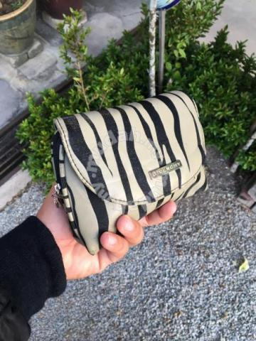 Makeup bag givenchy - Bags   Wallets for sale in Kota Bharu c8b3cd7c70d20