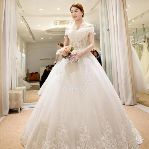 d6a98ec620 Wedding bridal gown photoshoot dinner prom dress - Clothes for sale in Johor  Bahru