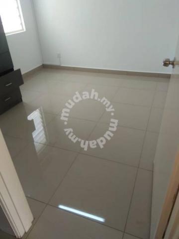 Bandar Sri Damansara Sd8 2 Storey New Tiles 4 Bedroom 3 Bathroom Houses For Rent In Sri Damansara Kuala Lumpur Mudah My