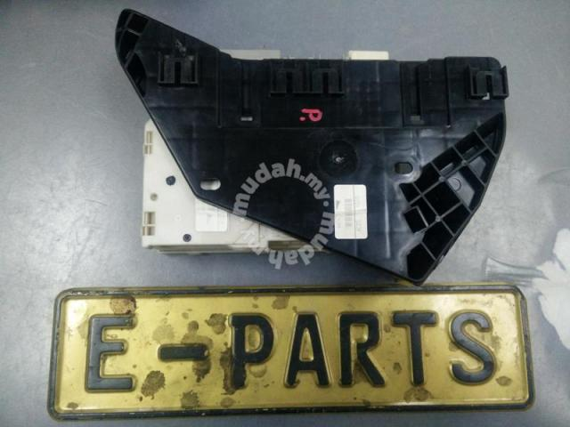 Toyota Vellfire alphard Fuse box 88650-58183 - Car Accessories & Parts on toyota radiator, toyota water pump, toyota owners manual, toyota grille, toyota window motor, toyota engine, toyota pitman arm, toyota fuel line, toyota valve cover, toyota frame, toyota roof rack, toyota egr valve, toyota instrument cluster, toyota flex plate, toyota power steering pump, toyota transfer case, toyota box car, toyota power steering reservoir, toyota starter, toyota carburetor,