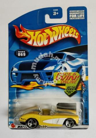 Hot Wheels 58' Corvette Yellow (hood open)
