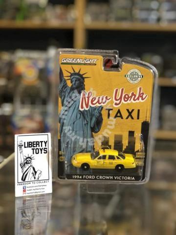 1:64 Greenlight Hobby 1994 Ford Crown Victoria NYC Taxi # 30206