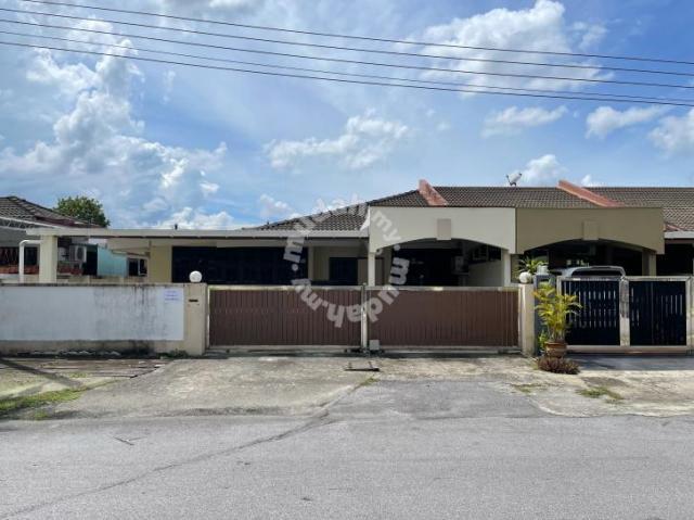Bayor Bukit single storey corner terrace house for sale