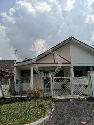 1.5 Storey Terrace House for sale original unit at Taman Molek