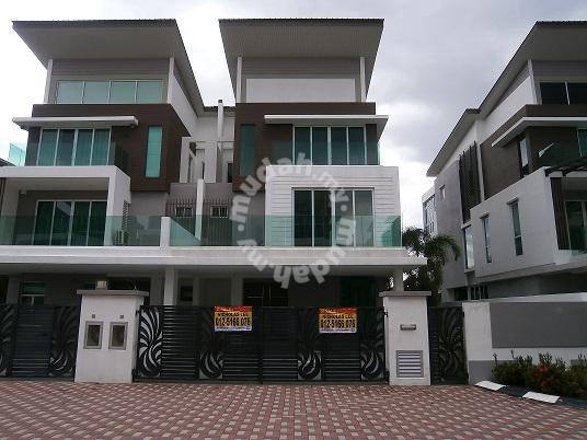 3 Storey SEMID at Beverly Hill Thompson - Houses for sale in Ipoh, Perak